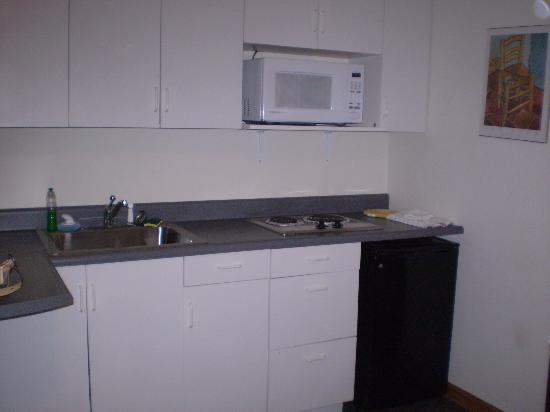 Blair House: kitchenette