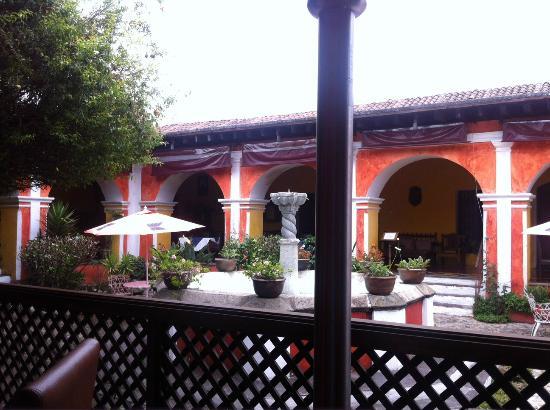 Bar y Restaurante El Arco: Inside Patio