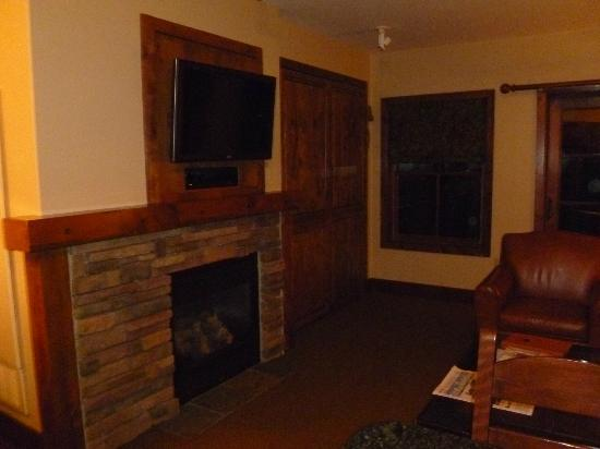 Teton Mountain Lodge & Spa- A Noble House Resort: Main living area/fireplace