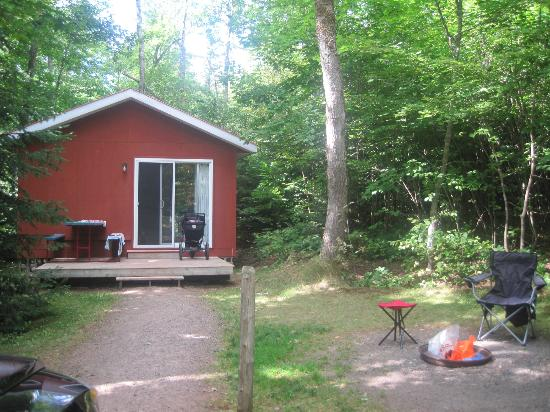 New Glasgow Highlands Campgrounds: Our cabin and lot. Beautiful!