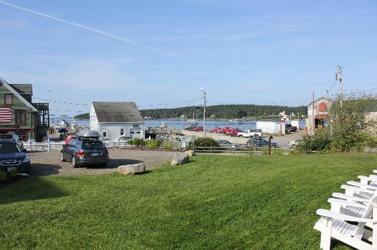 Seaside Inn: View from the front walk