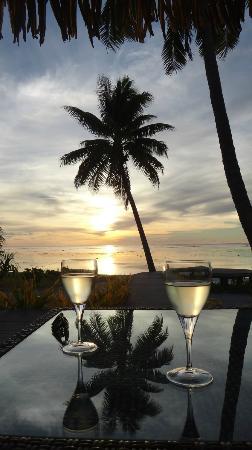 Aitutaki Escape: drinking in the sunset