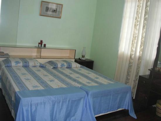 ANM Pensionne: 2 single beds- airconditioned- spacious