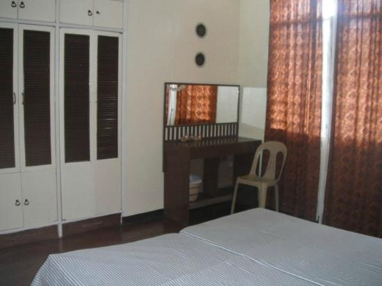 ANM Pensionne: 2 single beds- airconditioned- spacious room