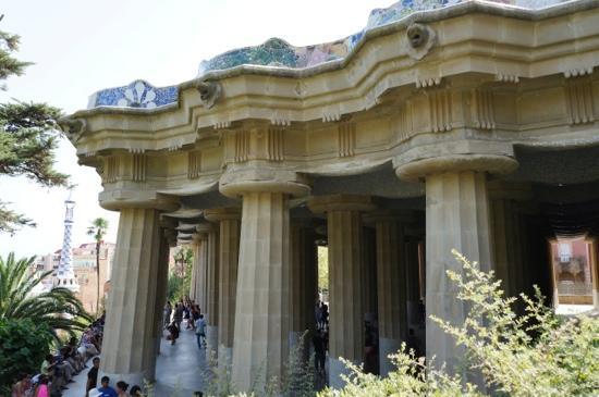 Hola! Barcelona Tours: Park Güell in Barcelona