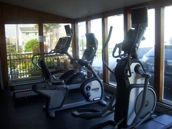Lafayette's Oceanfront Resort: gym, small but useful