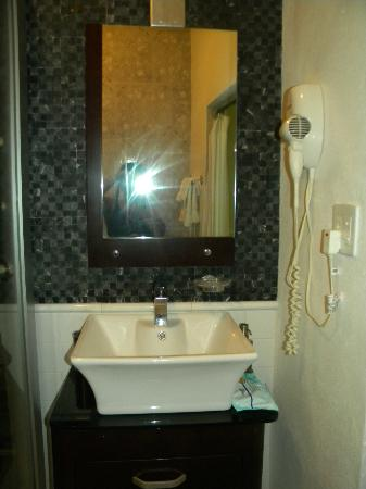 Coqui del Mar Guest House: Bathroom