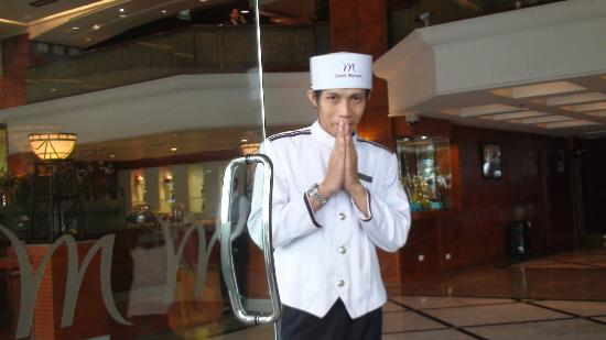 Grand Mercure Bangkok Fortune: Arrival welcome