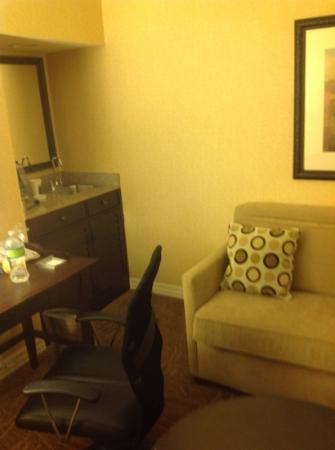 Hilton Lexington Suites: Living Room