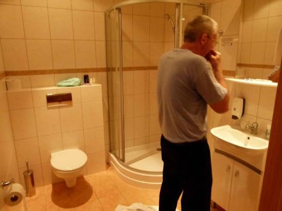 Nordurey Hotel Reykjavik Road: Roomy Primary Bathroom