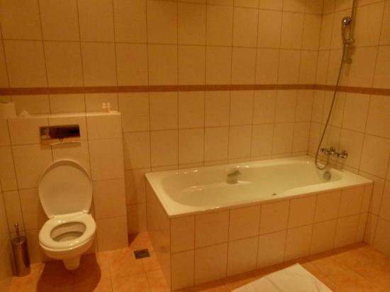 Norðurey Hotel Reykjavík Road: Second bathroom fairly large too