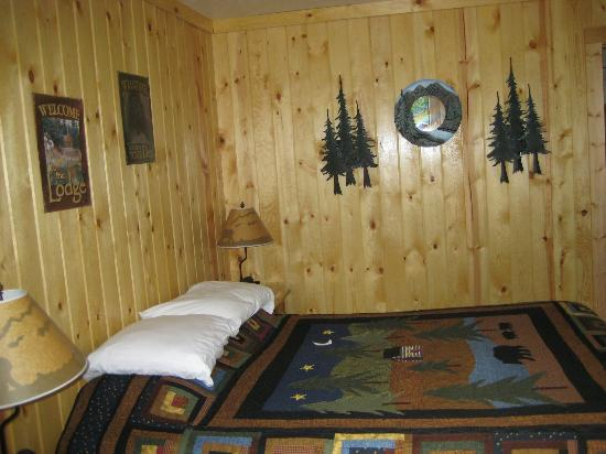 Evergreen Motel: Bed area of new cabin