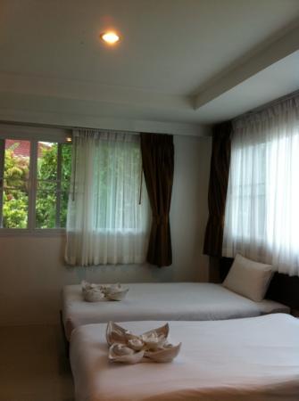 Athome Hotel @Nanai 8 & Thai Kitchen : twin bed