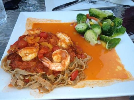 Layla's Riverside Lodge: Fresh pasta and shrimp