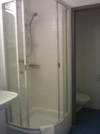 AllYouNeed Hotel Salzburg: bathroom