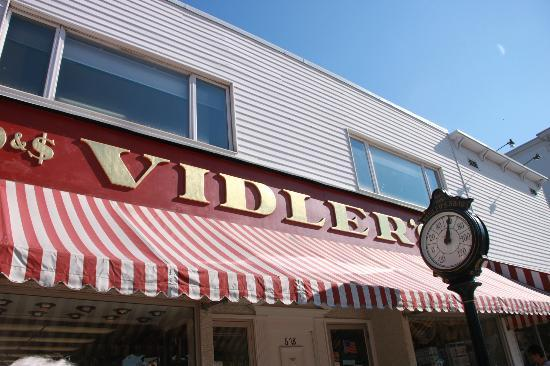 Vidler's 5 & 10: Exterior of Vidler's