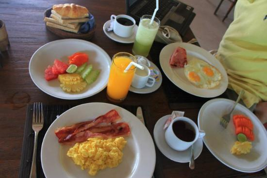 La Taverna Suites: breakfast..yummy