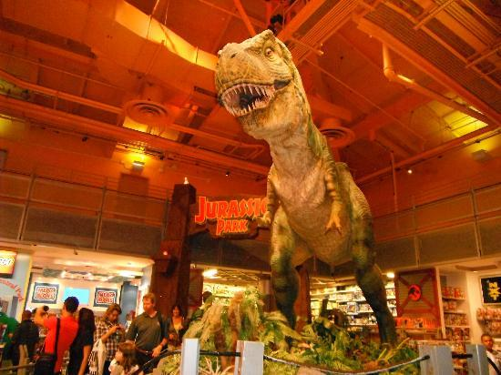 Le T Rex Geant Robotise Picture Of Toys R Us Times Square New