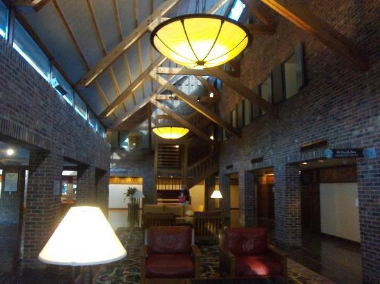 Princeton Marriott at Forrestal: Resort-like main lobby