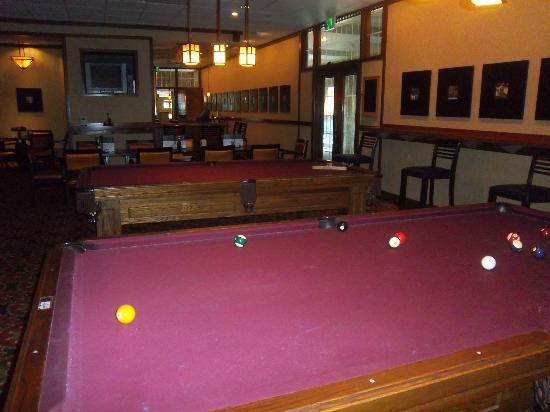 Princeton Marriott at Forrestal: Barley's Pub has pool tables