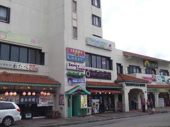 Grand Plaza Hotel: 徒歩圏内の店も利用価値○。