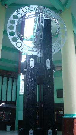 Equator Monument: the original monument