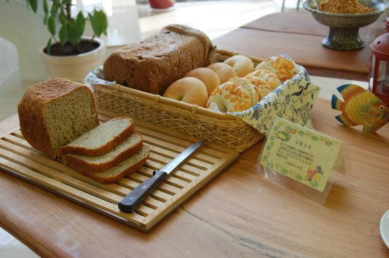 Comic B&B: 卡米克早餐,自製麵包