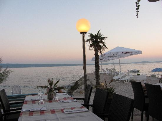 Restaurant Amigos : view of the sea from a restaurant terrace
