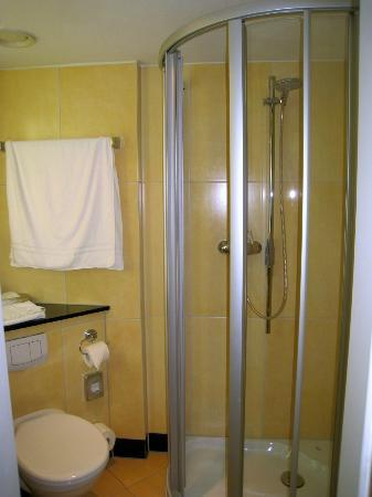 Novum Hotel Arosa Essen: New shower installation