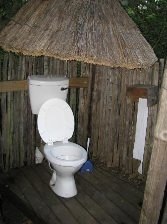 Addo Dung Beetle Guest Farm: Bush cabin outside toilet