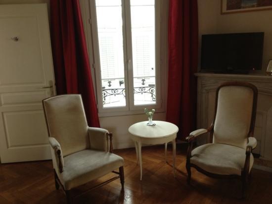 Hotel Villa Les Cygnes: room 3 overlooking courtyard 