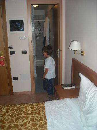 Hotel Jole: Stanza 210 e bagno