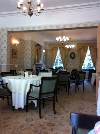 Ebury Hotel and Serviced Apartments : Dining Room