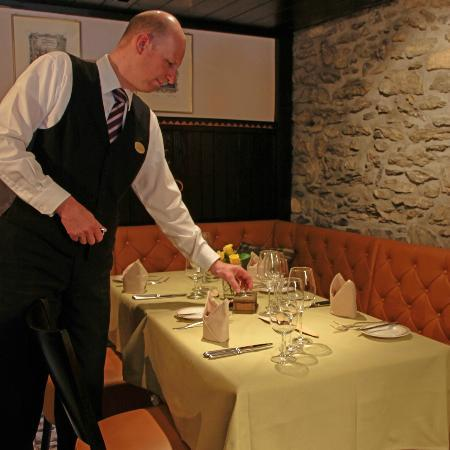 Hotel Eiger Restaurant: Michael checking table