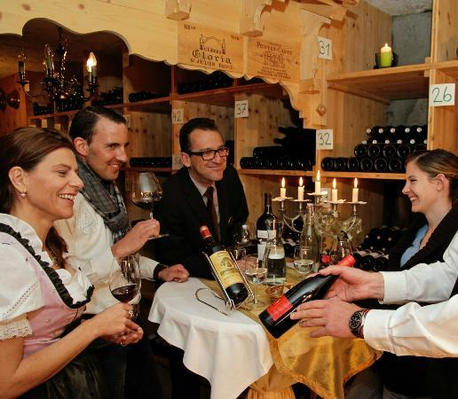 Hotel Eiger Restaurant: Winetasting in the wine cellar