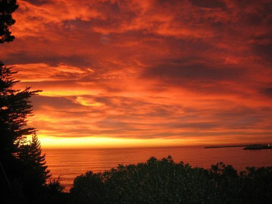 Pleasant View Bed & Breakfast Timaru: Early morning sunrise