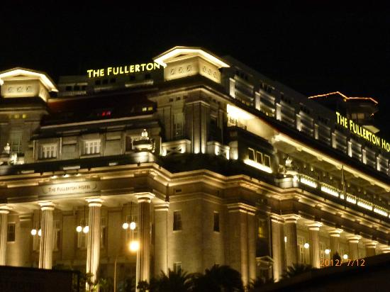 how to go to fullerton hotel