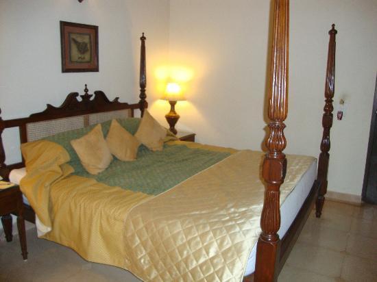 Casa Severina: Comfortable, clean colonial bed