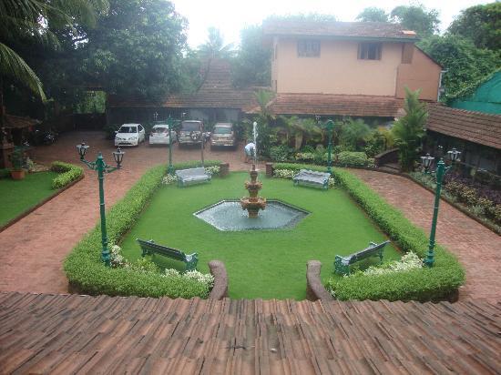 Casa Severina: Front garden - view from top floor.