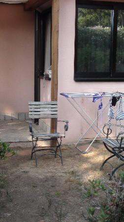 Roccamare Resort: Gli spazi verdi delle camere standard