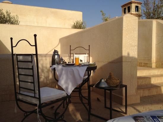 La Villa des Orangers - Restaurant : Breakfast on our terrace