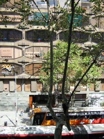 Hotel Urquinaona: View from second floor balcony