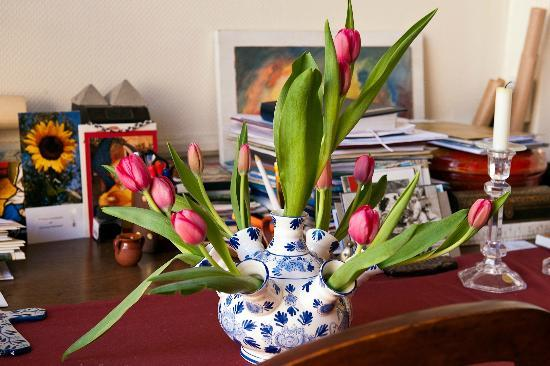 Museum Suites: Traditional Tulip Vase
