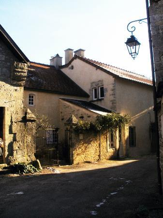 Maison du Tisserand de l'Abbaye de Flavigny : Rue de l'Ancienne Cure, la Maison du Tisserand de l'Abbaye