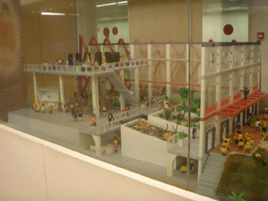 Museo de la Evolución Humana: Maqueta Playmobil del museo