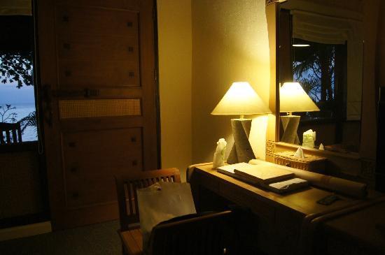 Nugraha Lovina Seaview Resort: table at room
