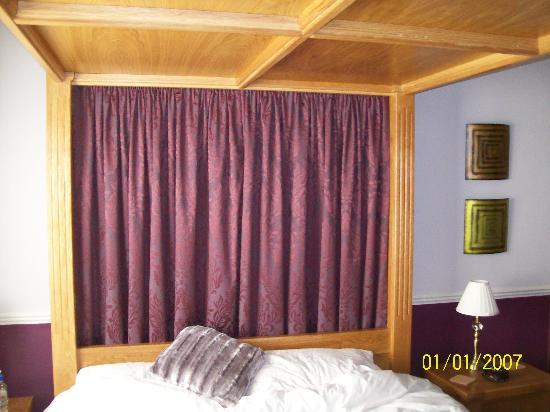 Hillview Park: Great four poster