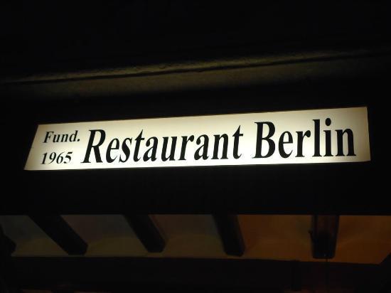 Restaurant-Braseria Berlín: Insegna !!