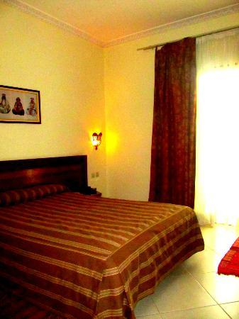 Hotel Rif: Big room with comfortable bed