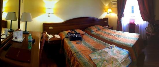 Hotel Medici: Our Twin Room